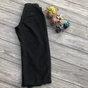 GAP women's black Capri cuffed pants size 2